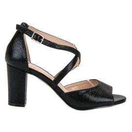 Černé sandály na UP postu VINCEZA černá