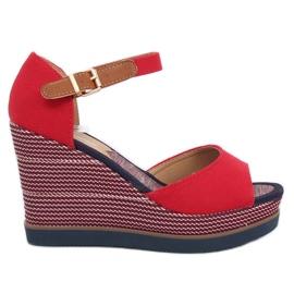 Sandály na klínové podpatky červené 9079 Červená