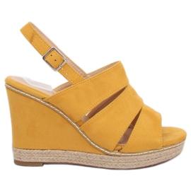 Žlutý Sandály na klínové podpatky žlutá 9069 Žlutá