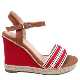 Sandály na klínové podpatky červená 9068 Červená
