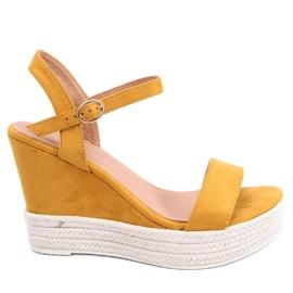 Žlutý Sandály na klínových podpatcích JS-2952 Yellow