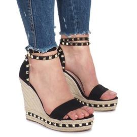 Černé klínové sandály s čepy Lov'it černá