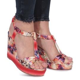 Červené sandály na klín Wilde květiny červená