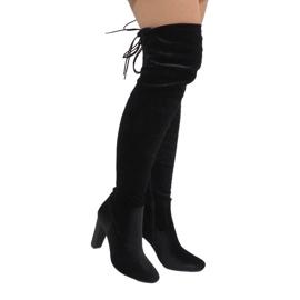 Ideal Shoes černá Černé sametové boty na sloupku E-4902