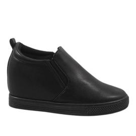 Černé klínové tenisky DD384-1 černá