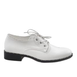 Bílá Bílé boty Jazzówki Ćwieki 6288-2