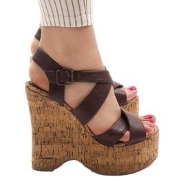 Hnědé klínové sandály 10915 hnědý