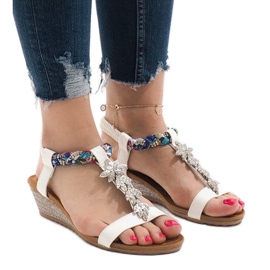 Bílé klínové sandály s elastickým B133-2