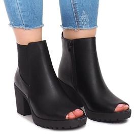 Černá Outdoorové kotníkové boty B2890 Black