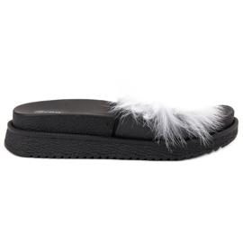 SHELOVET bílá Pantofle s kožešinou
