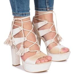Hnědý Šedé sandály na postu vyrobeném z veletrhu One Love
