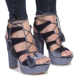 Šedá Šedé sandály na postu vyrobeném z veletrhu One Love