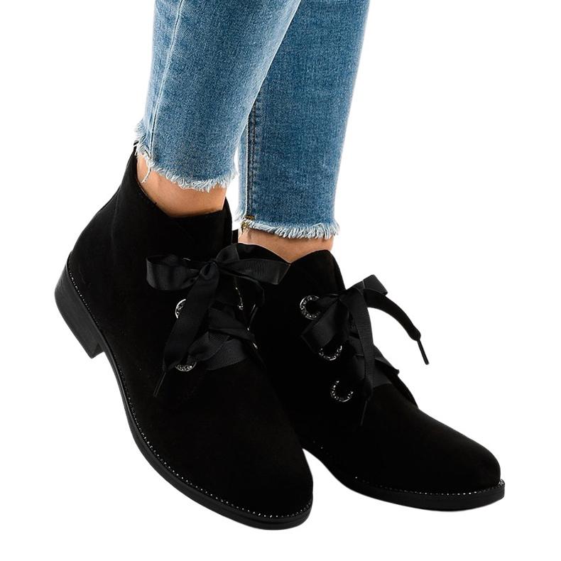 Černé semišové šněrovací boty K123 černá