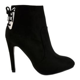 Černá Černé boty na semišové patě LBS2551