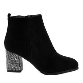 Černá Černé semišové boty na sloupku DS00055