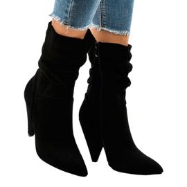 Černá Černé semišové boty na LS5062