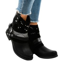 Černá Černě izolované boty bohatě zdobené A-351