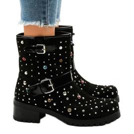 Černá Černě izolované boty bohatě zdobené T185