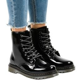 Černé patentované kožené boty TL142-1 černá