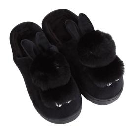 Černé dámské pantofle MA01 černá