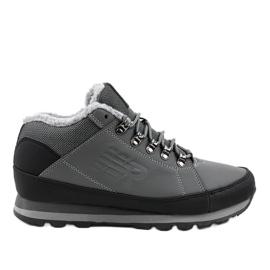 Šedé izolované lyžařské boty 9WH917