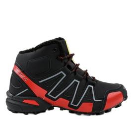 Černé izolované trekové boty BN8810 černá
