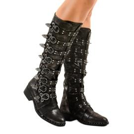 Černé boty bohatě zdobené NC271 černá