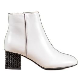 SHELOVET Bílé boty s ozdobnou patou bílá