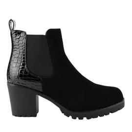 Černé boty na sloupku s gumičkou W356 černá