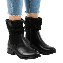 Černé izolované ploché boty 3431 černá