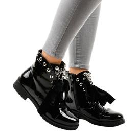 Černé celokožené boty A3320EA černá