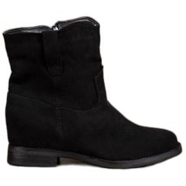 Ideal Shoes Teplé kovbojské boty na klínu černá