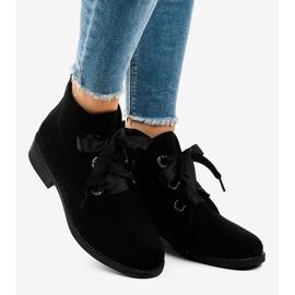 Černé semišové šněrovací boty K123 černá 1