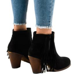 Černé semišové boty na postu FY8333 černá 3