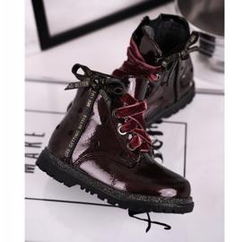 EVE Kaštanové lakované boty Essie červená 3