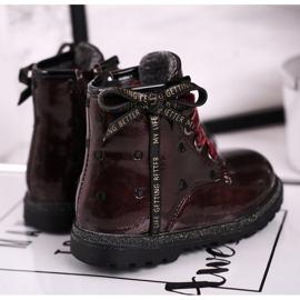 EVE Kaštanové lakované boty Essie červená 4