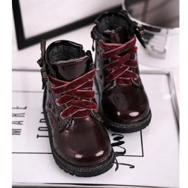EVE Kaštanové lakované boty Essie červená 5