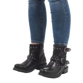 Černé boty se sponami a flitry A8018 černá 5