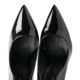 Betler Lakované podpatky černá 1